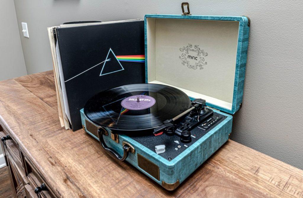 Retro Kofferplattenspieler im Vintage-Look mit USB-Anschluss, Bluetooth, Akku, uvm.*